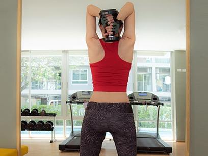 fortalecer brazos con pesas